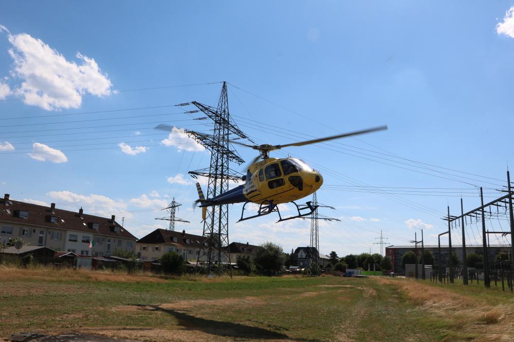 Auf dem Areal der ED Netze in Rheinfelden ist für den Hubschrauber ein provisorischer Landeplatz eingerichtet worden. (Foto: ED Netze)