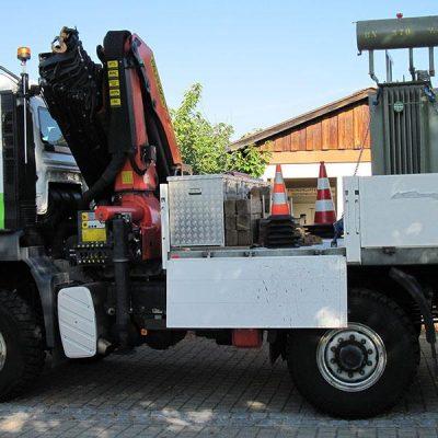 Gut gesichert wird ein Trafo auf einem Lkw der ED Netze transportiert. (Foto: ED Netze)