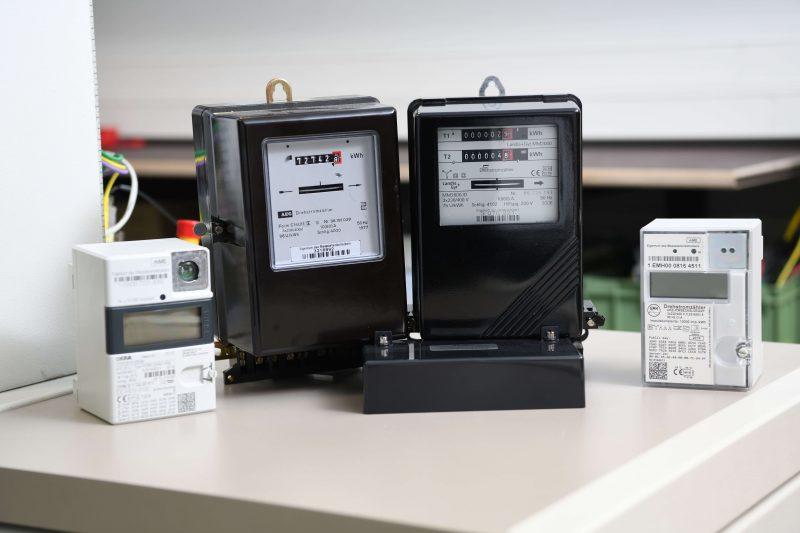 Stromzähler von analog bis digital (Foto: Energiedienst)