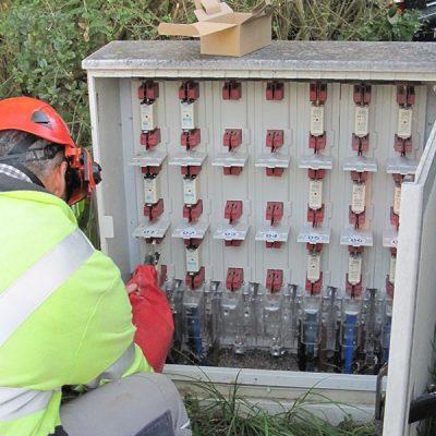 In Kabelverteilerkästen werden zur Ersatzversorgung Trennstellen geschlossen. (Foto: ED Netze)