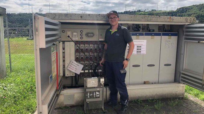 Funktechnologie für die Fernüberwachung von Trafostationen: Sie kann aufwendige Fehlersuchen und Kontrollfahrten einsparen – gerade in großflächigen Versorgungsgebieten mit entlegenen ländlichen Regionen. (Foto: ED Netze)